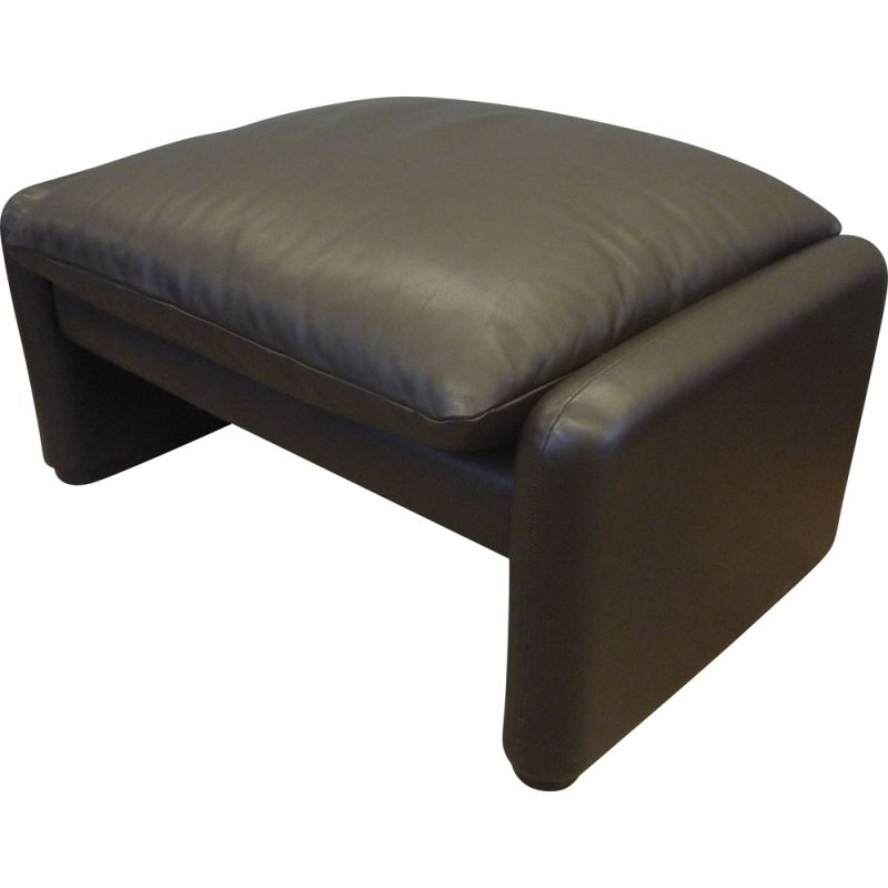 Vintage ottoman in leather by Vico Magistretti for Cassina, 1980s