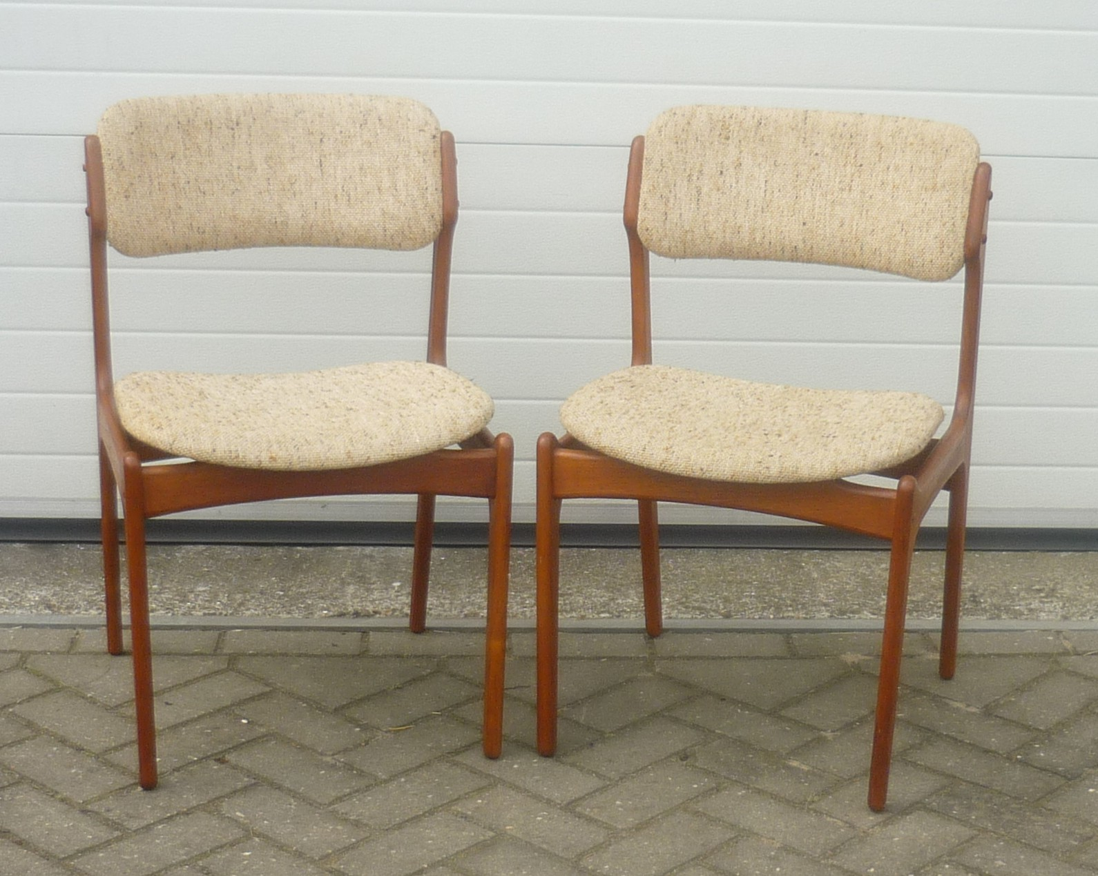 O D Mobler set of dining chairs in teak and wool Erik BUCH