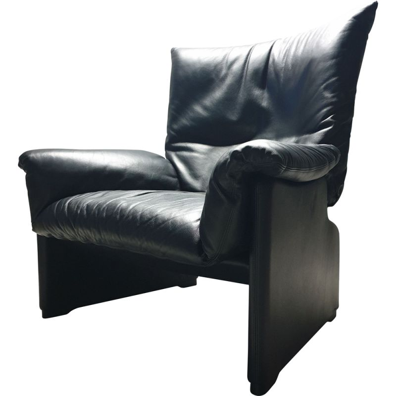 vINTAGE Black Leather Armchair by Vico Magistretti for Cassina, 1980s