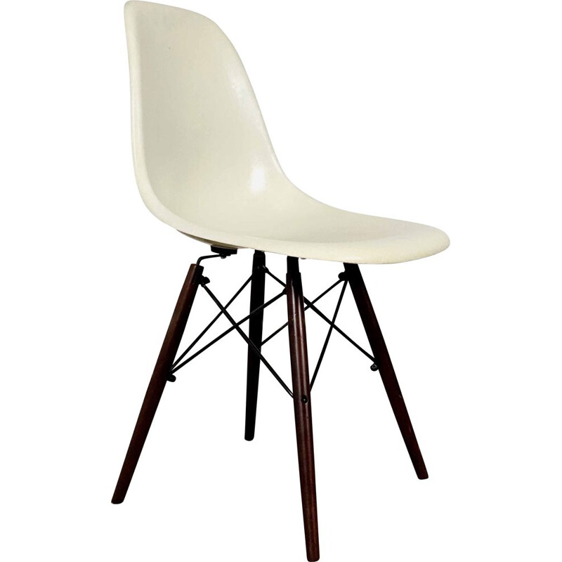 Vintage fiberglass DSW Side Chair by Charles & Ray Eames for Herman Miller, 1980