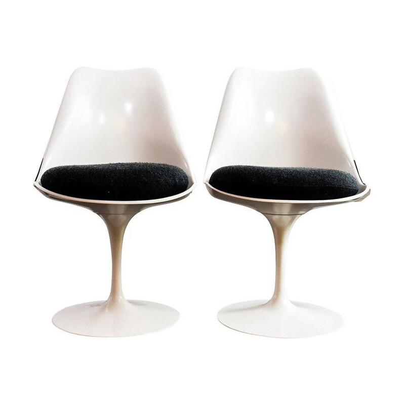 Pair of Saarinen vintage chairs, 1960s