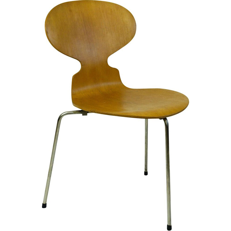 Tripod Ant Chair Mod. 3100 by Arne Jacobsen for Fritz Hansen