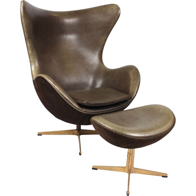 Vintage Eggchair and ottoman in brown leather and bronze by Arne Jacobsen for Fritz Hansen, 2008
