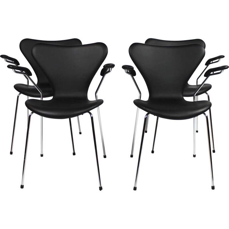 A set of four seven chairs, model 3207, with armrests in black savannah leather by Arne Jacobsen and Fritz Hansen, 2016.