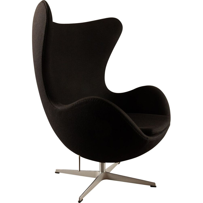 Vintage 3316 Black Egg Lounge Chair by Arne Jacobsen for Fritz Hansen, 2007