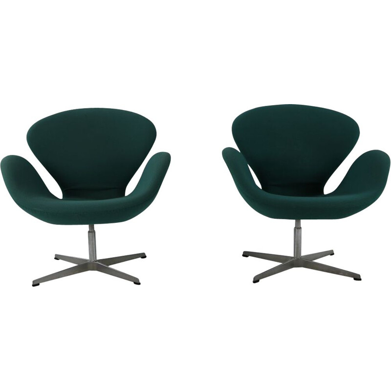 Pair of vintage armchairs SAS by Arne Jacobsen from Fritz Hansen