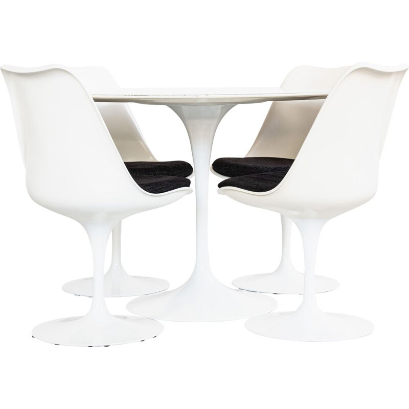 Vintage Tulip dining set by Eero Saarinen for Knoll International