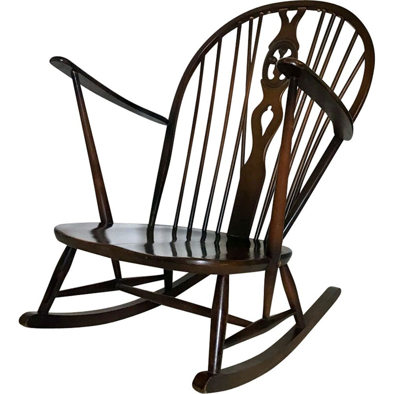 Vintage Grandfather rocking-chair fleur de Lys design by Ercol, 1960
