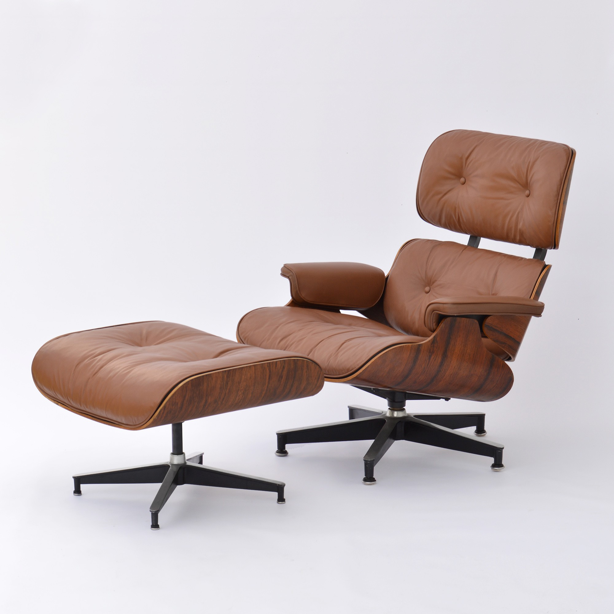 herman miller lounge chair and ottoman charles ray eames 1970 design market. Black Bedroom Furniture Sets. Home Design Ideas