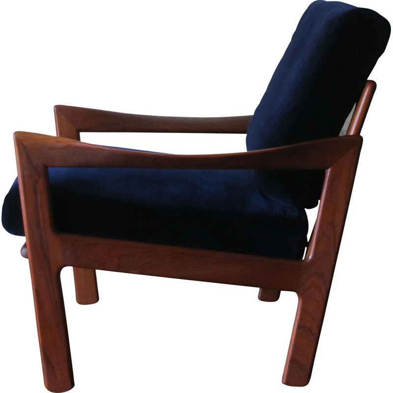 Vintage teak and blue velvet armchair by Illum Wikkelslo for Eilersen